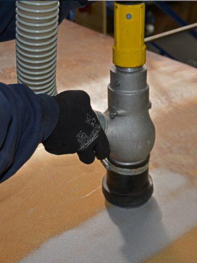 Gritco DFU Strahlkopf mit Rücksaugung im Einsatz auf Fläche