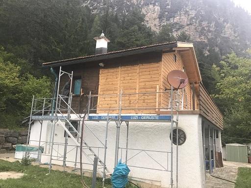 Holzchalet-Strahlen und Aufhellen